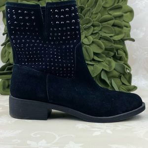 Yellow box   black Suede boots   7.5